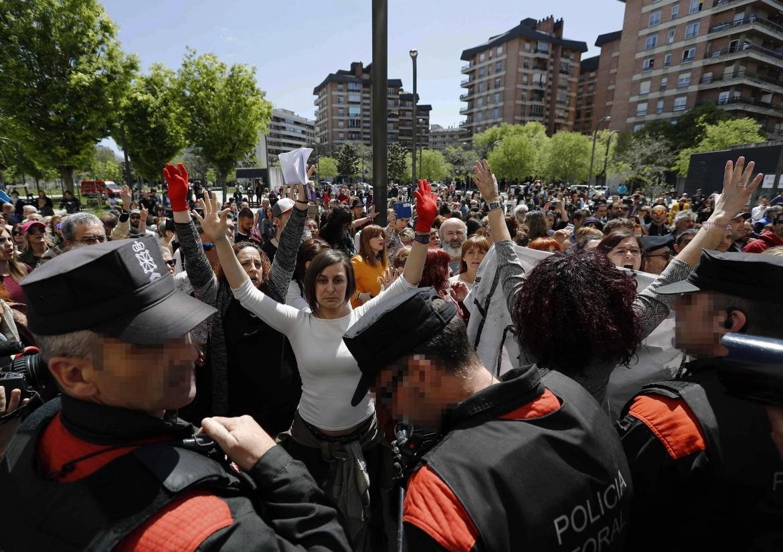 La protesta a Pamplona è iniziata già nel pomeriggio