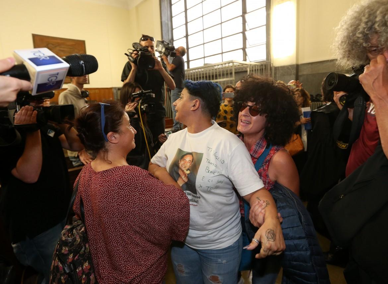 Momenti di tensione nell'aula del Tribunale di Milano: la nipote di Giuseppe Uva protesta alla lettura della sentenza