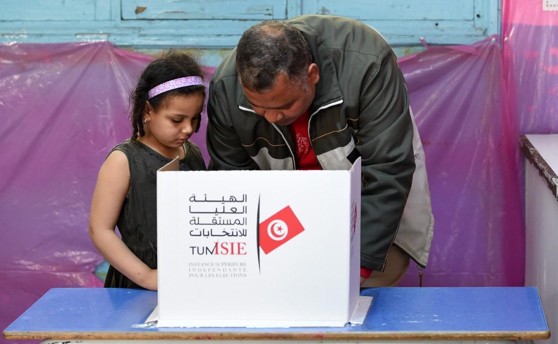 Uno dei seggi di Tunisi in cui hanno già votato poliziotti e militari