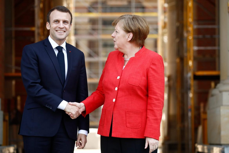Il presidente francese Macron con la cancelliera tedesca Merkel