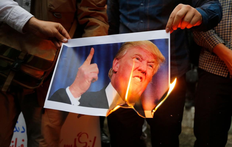Manifestazione di protesta contro Trump a Teheran