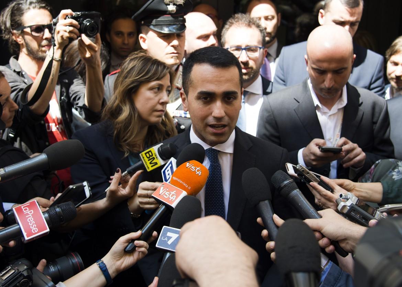 Luigi Di Maio esce dal palazzo dei gruppi di Montecitorio