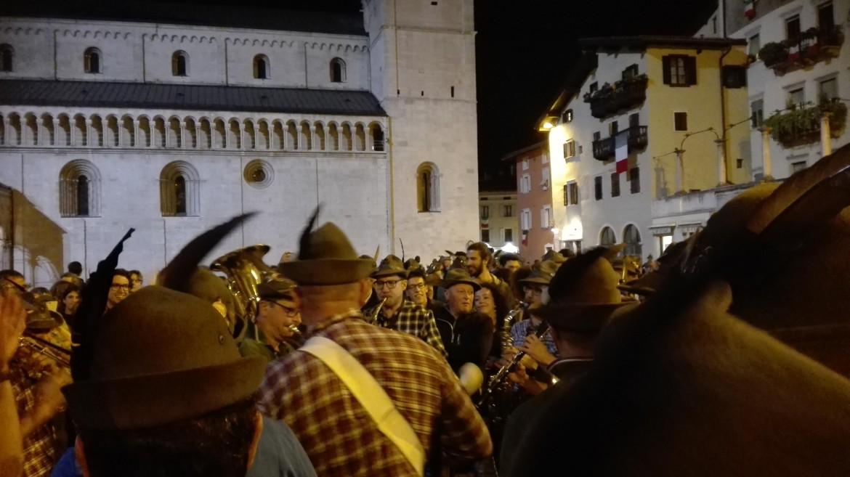 I primi alpini arrivati a Trento per il 91esimo raduno annuale