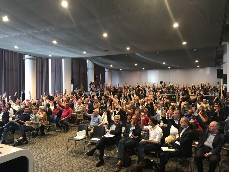 Voto unanime sulla relazione di Roberto Speranza ieri all'assemblea di Mdp, a Roma