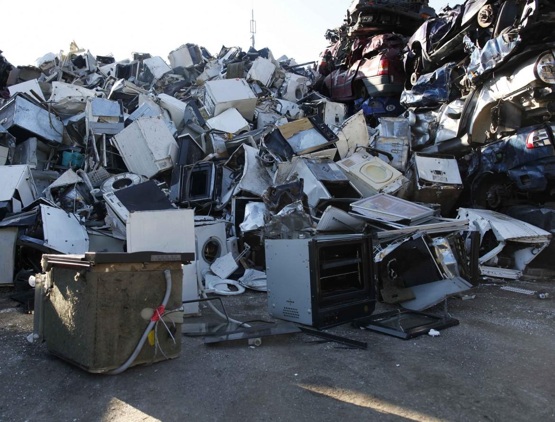 Discarica di elettrodomestici da riciclare a Berna, in Svizzera