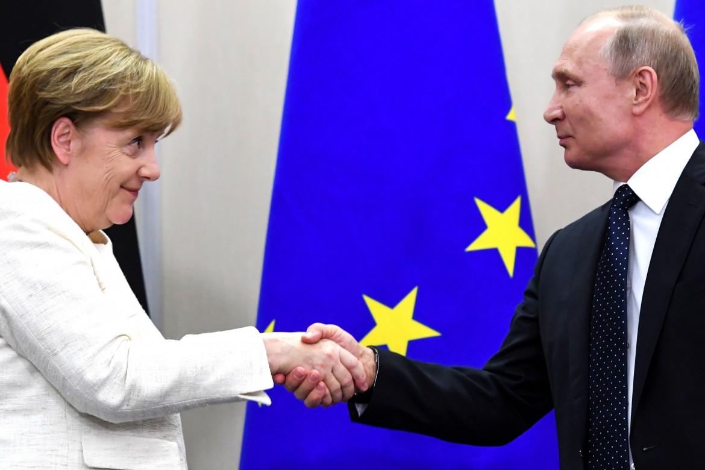 Merkel e Putin dopo l'incontro di ieri