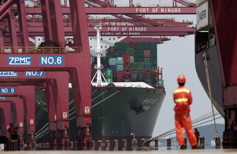 Container al porto di Ningbo sud est cinese nella regione dello Zhejiang