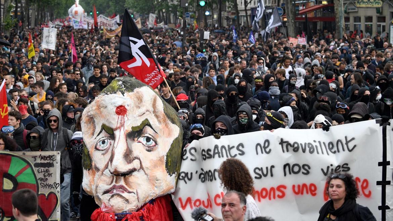 La manifestazione parigina contro le riforme di Macron