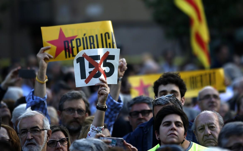 Barcellona, una manifestazione per i «prigionieri politici» e contro l'articolo 155