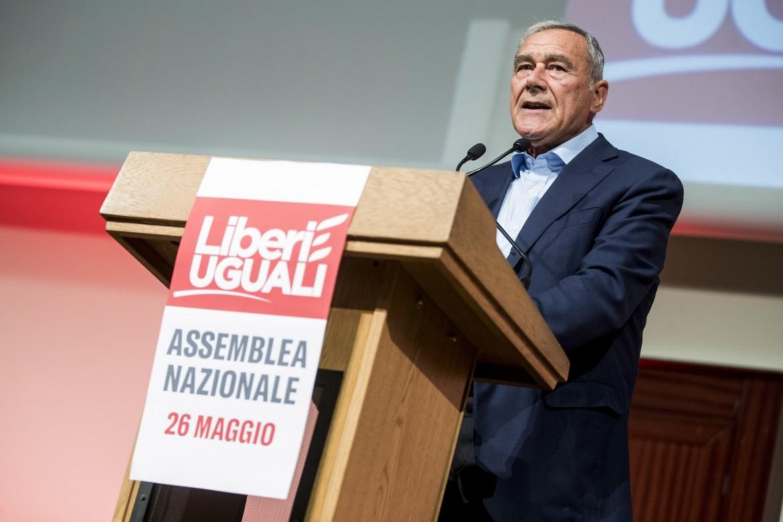 Il senatore Piero Grasso all'assemblea nazionale che ha deciso il congresso di Leu