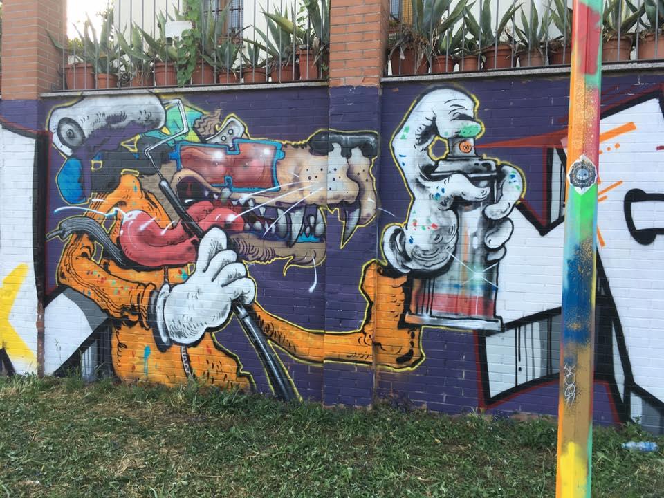 Il murale Cane matto del collettivo Wiola Viola