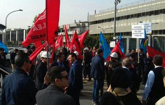 Il presidio dei lavoratori di Condotte nel giorno di sciopero