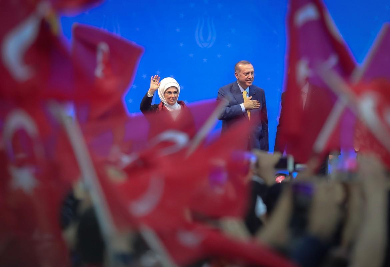 Il presidente turco  Recep Tayyip Erdogan e sua moglie Emine a Sarajevo