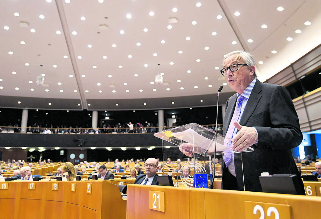 Il presidente della Commissione europea Jean-Claude Juncker ieri in parlamento