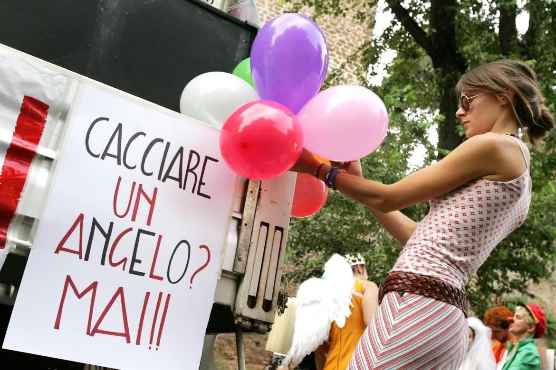 Protesta contro i sigilli al centro sociale Angelo Mai