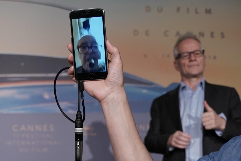 Godard «nello smartphone» durante lincontro via Face Time