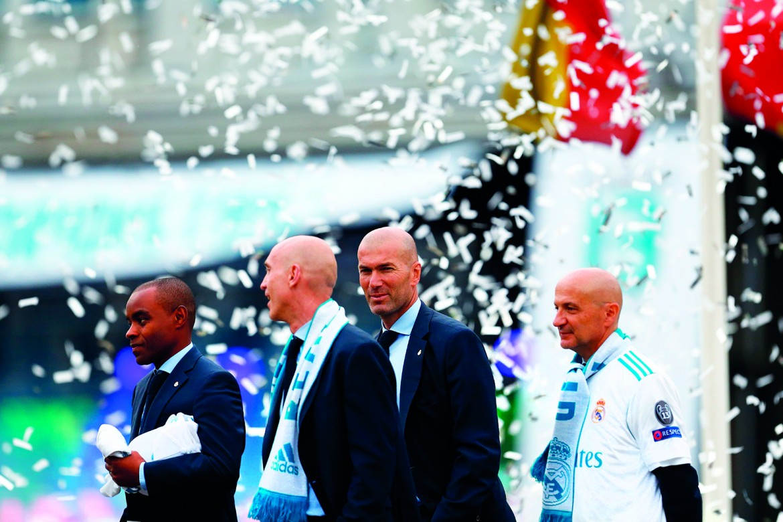 Zidane durante i festeggiamenti dopo Real Madrid Liverpool 3-1