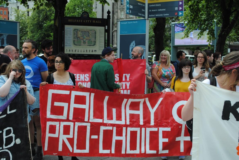 Belfast, movimento contro l'oscurantista legge sull'aborto