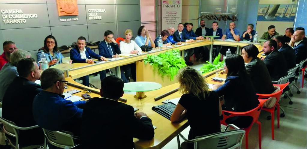L'incontro di ieri a Taranto tra parlamentari dal M5s e sindacati