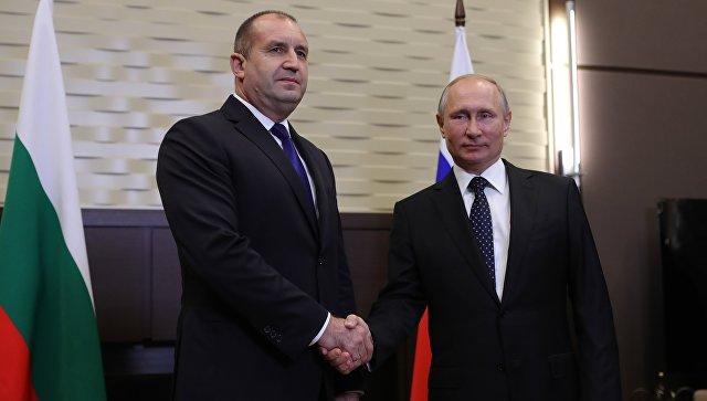 Il premier Radev con Putin ieri a Soci