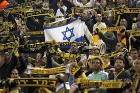 Gli ultras del Beitar allo stadio