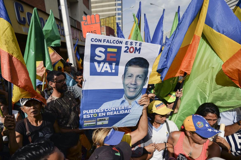 Manifestazione a sostegno di Henri Falcón, candidato di Avanzada Progresista