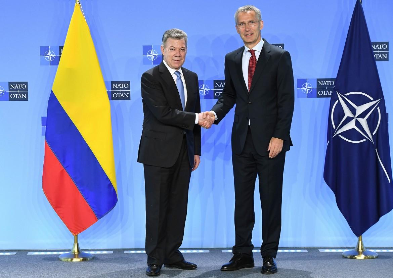 il presidente colombiano Santos e il segretario della Nato Stoltenberg