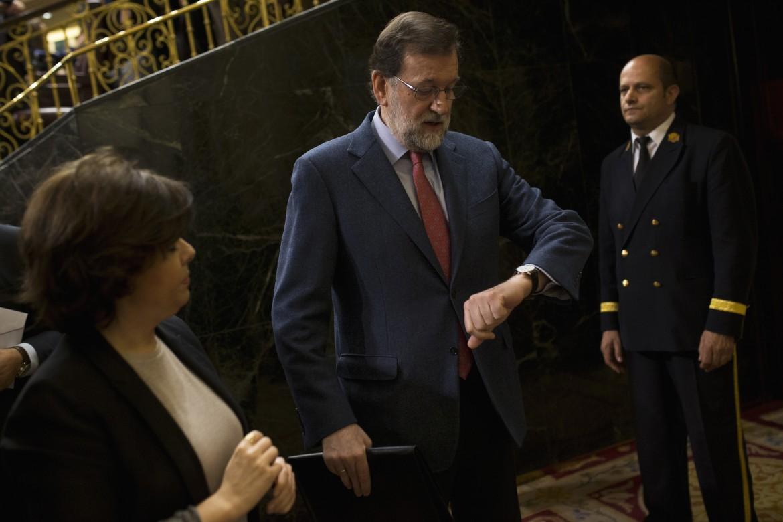 Mariano Rajoy, sotto Pedro Sánchez e l'abbraccio con Pablo Iglesias