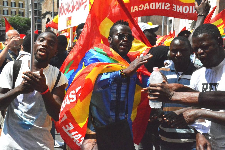 Roma, manifestazione dei braccianti e dei riders di sabato