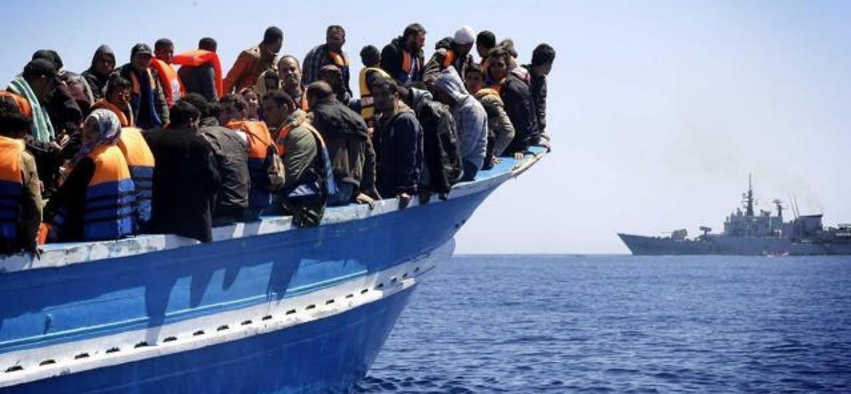 Arrivo di migranti in Sardegna, sotto il carcere di Macomer