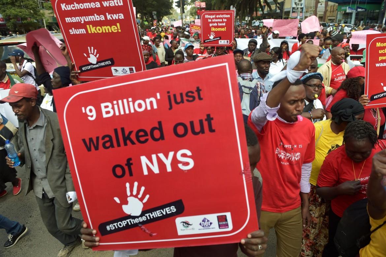 In piazza a Nairobi contro la corruzione, lo scorso 31 maggio