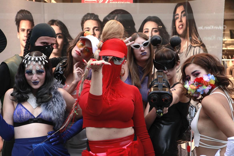 Myss Keta di rosso vestita...