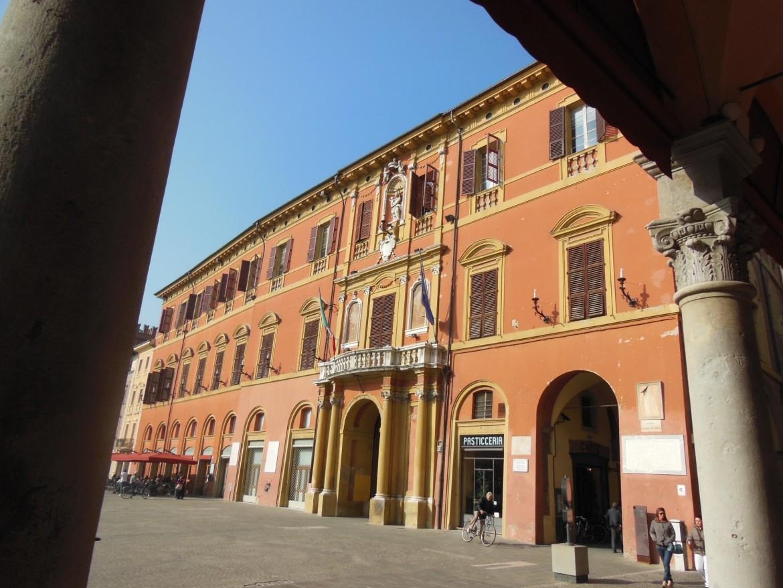 Il palazzo del Comune a Imola