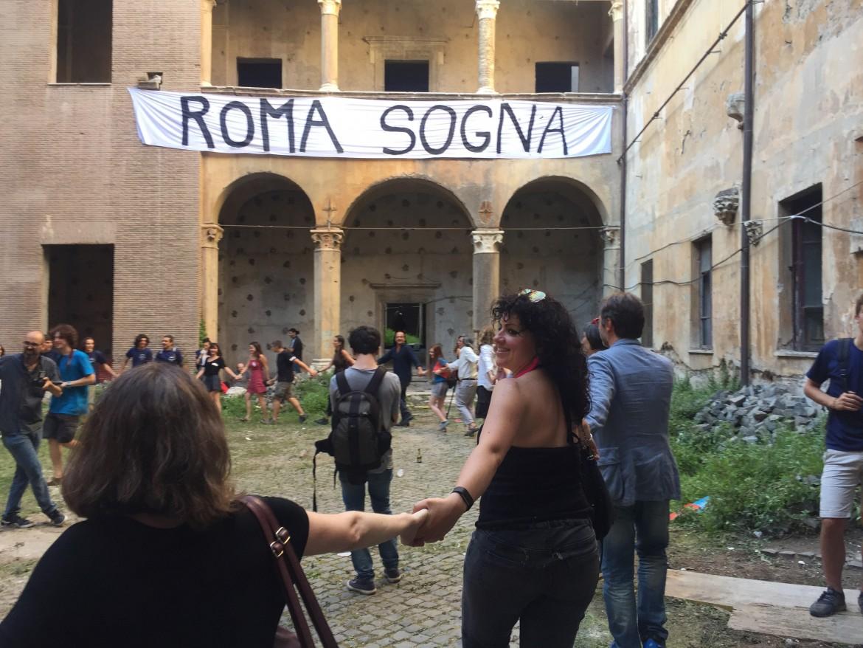 Girotondo in via del governo Vecchio a Roma