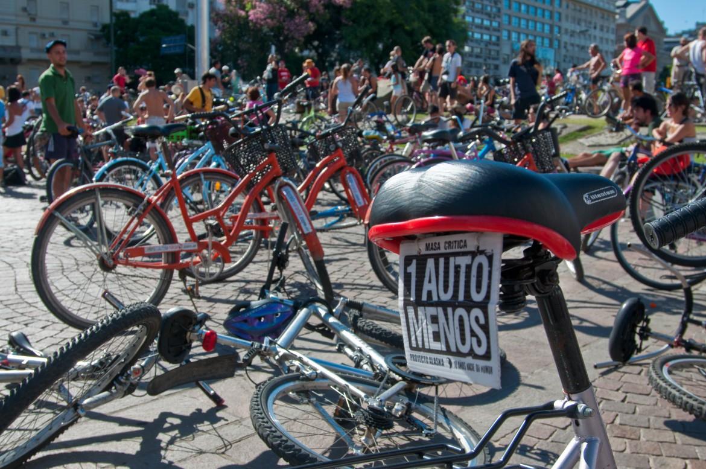 Buenos Aires, protesta in bicicletta contro i cambiamenti climatici