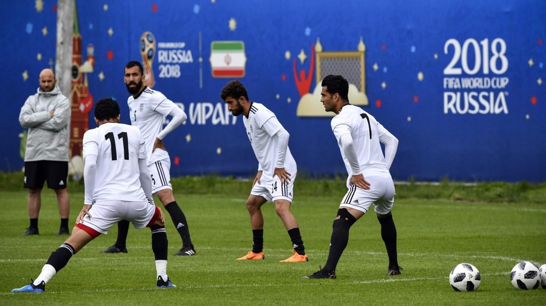 La nazionale iraniana, senza scarpe Usa per via delle sanzioni, si allena a Bakovka presso Mosca
