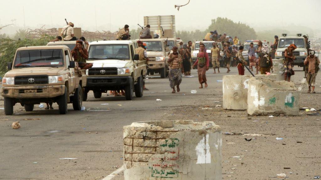 Le truppe pro governative nella loro avanzata verso la città portuale di Hodeida