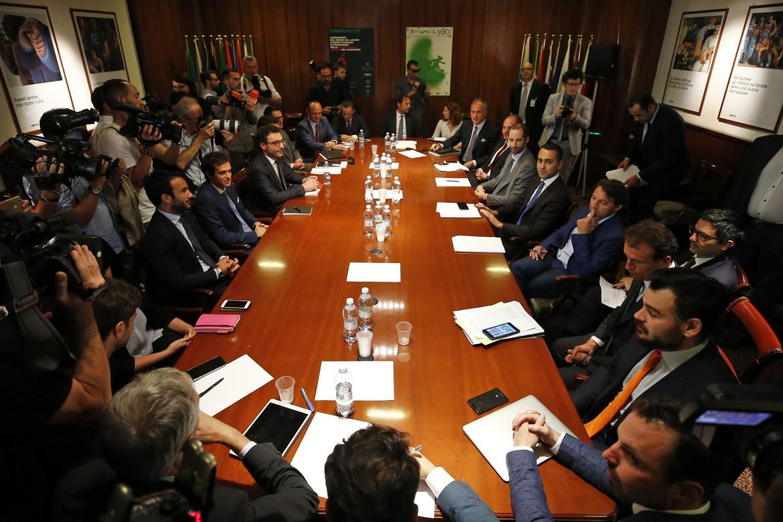 La riunione fra il ministro del Lavoro Luigi Di Maio e le aziende della food delivery