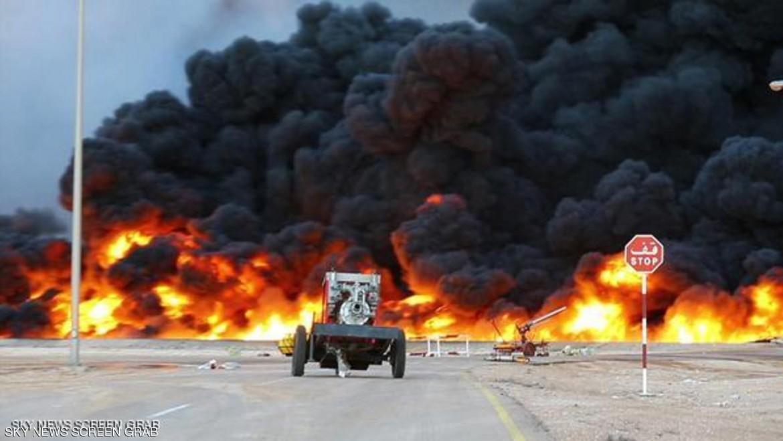 Le fiamme al terminal petrolifero libico di Sidra