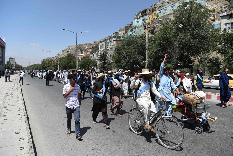 L'arrivo ieri a Kabul dei «marciatori per la pace» partiti il 12 maggio da Laskhgar Gah