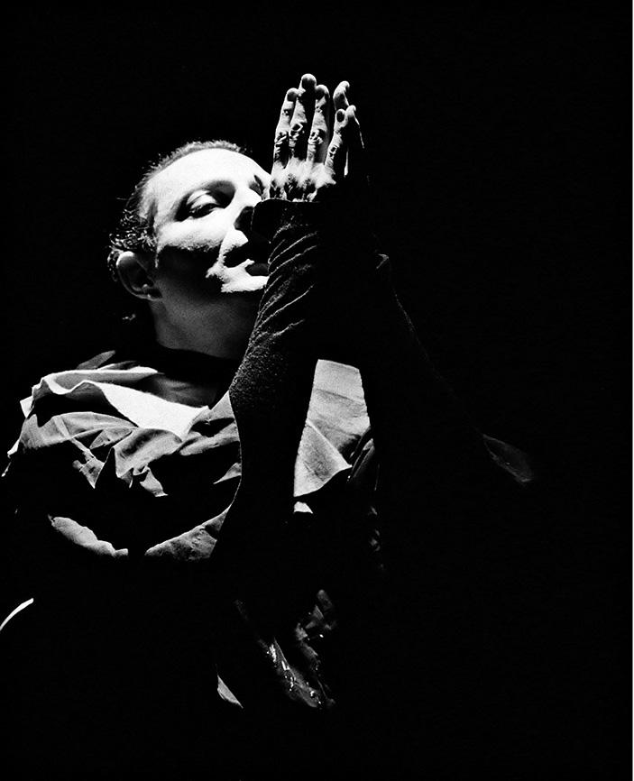 Enzo Moscato in una scena da «Compleanno»