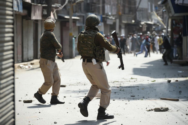 8 giugno, scontri a Srinagar tra polizia e separatisti kashmiri