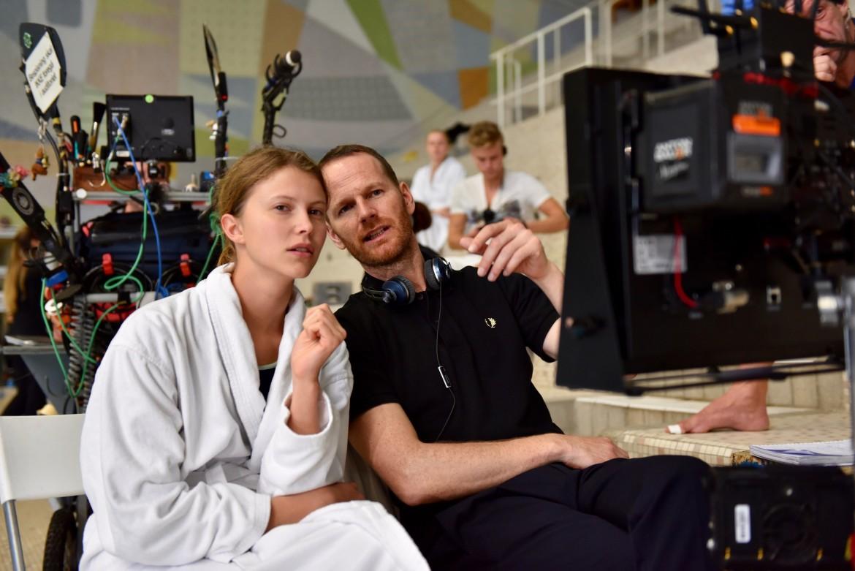 Joachim Trier e la protagonista Eili Harboe sul set