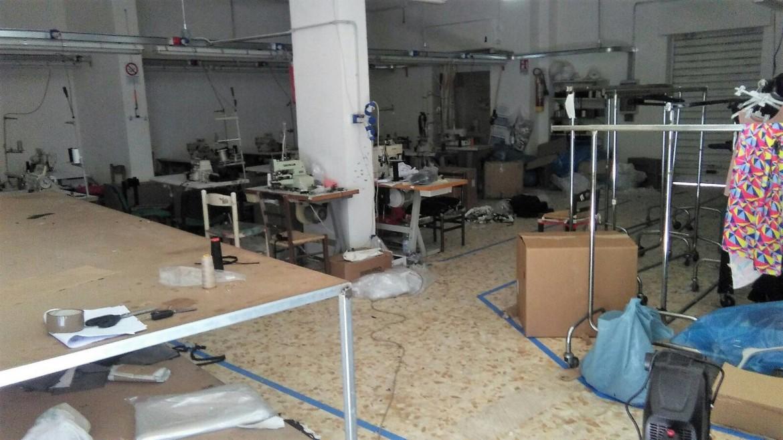 Laboratorio tessile sotto sequestro