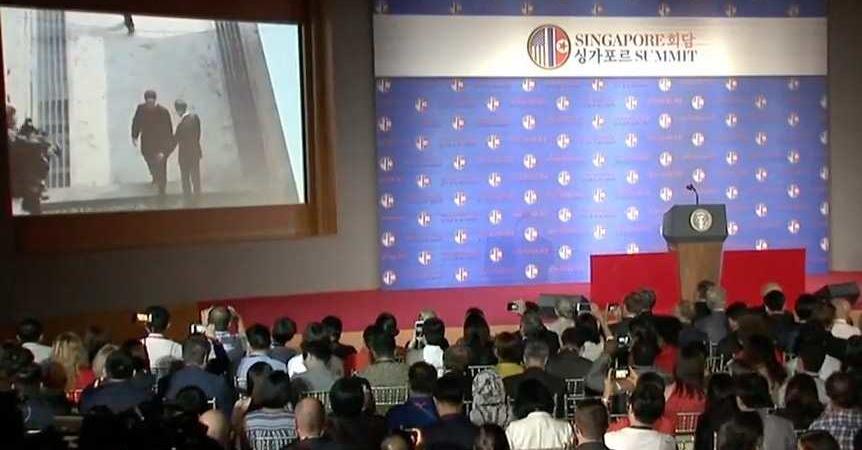 La proiezione del trailer di Trump al summit di Singapore