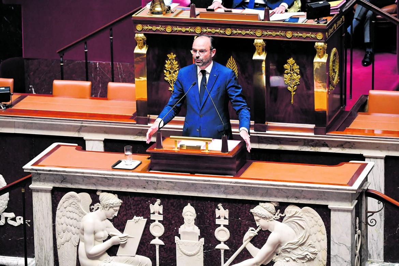 L'intervento del primo ministro francese Edouard Philippe in aula, sotto Alexandre Benalla