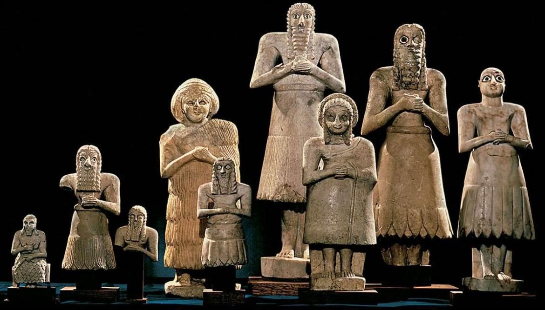 Statuette di arte sumera conosciute come gli «oranti di Tell Asmar» (2.900-2.500 a.c.)