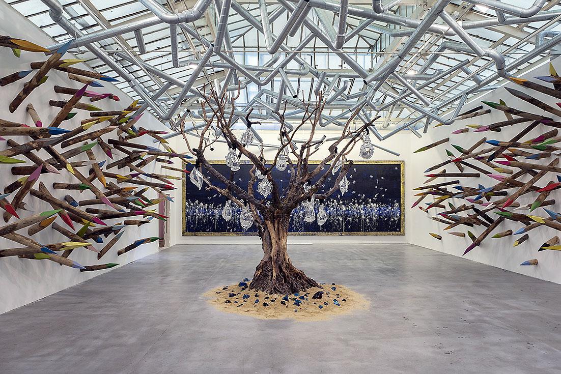Una installazione di Pascal Marthine Tayou (2015)