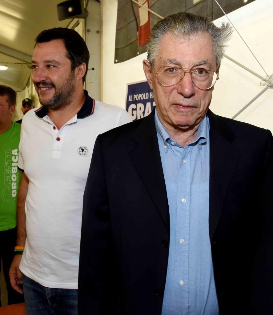 Matteo Salvini e Umberto Bossi un anno fa alla festa della Lega di Torre Boldone
