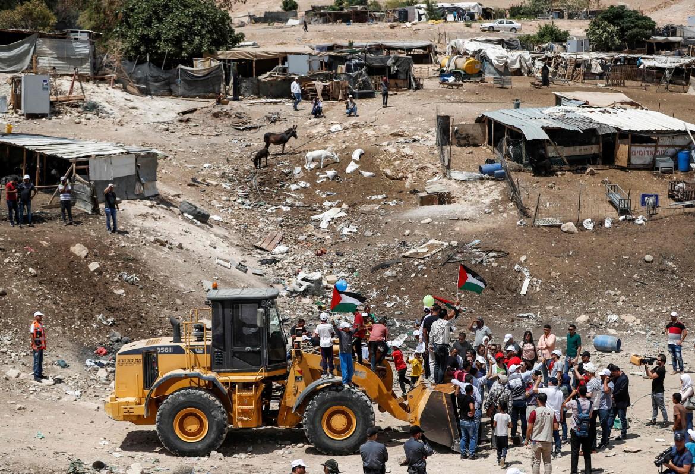 Gli abitanti di Khan al-Ahmar resistono alla demolizione